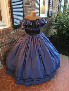 Beautiful Blue Civil War Costume.  http://www.cumberlandriversutlery.com/3-piece-blue-and-black-civil-war-dressballgown-styl3.html