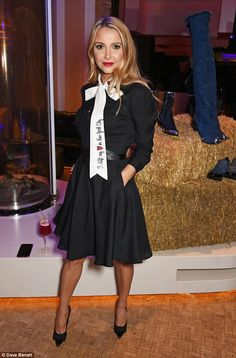 She left her heart in New York City: Fashionista Sophie Hermann looked sleek in a black dr. Rita Ora, Oras, Hemline, Cute Outfits, Mini Skirts, Style Inspiration, Pure Products, Elegant, Chic
