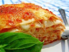 Super easy lasagna recipe from the back of the San Giorgio box- made it last night, delicious! Italian Pasta Recipes, Yummy Pasta Recipes, Italian Dishes, Italian Meals, Recipe Pasta, Italian Cooking, Yummy Food, Tasty, Lasagne Recipes