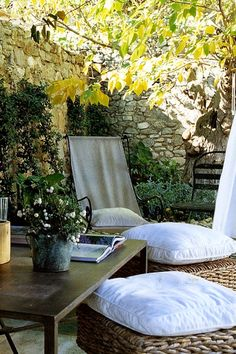 Poolside outdoor cushions | Gardens Click