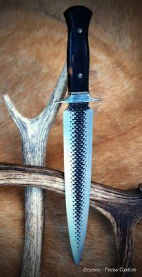 Tenho o prazer de mostrar essa bela Adaga feita a partir de uma grosa de casquear cavalos. Faca/Modelo:Adaga Lyra Aço: Grosa de casquear ... Forging Knives, Blacksmithing Knives, Forged Knife, Tactical Knives, Cool Knives, Knives And Tools, Knives And Swords, Diy Knife, Knife Art