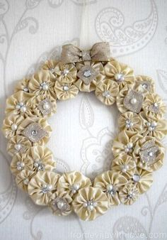 Beautiful Christmas Wreath Made Out of Suffolk Puffs (yoyo)