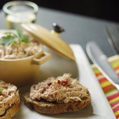 Les rillettes de lièvre aux baies de genièvre croûtons et salade de roquette