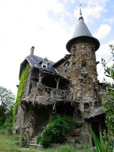 This abandoned house looks like it could have been in a Harry Potter movie
