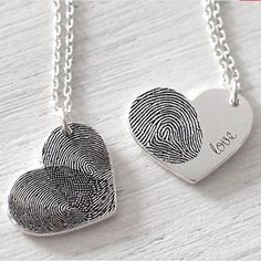 FingerPrint Heart Necklace In Sterling Silver With Signature Fingerabdruck-Herz-Halskette aus Diy Gifts For Mothers, Mothers Day Crafts, Mother Gifts, Fathers Day Gifts, Fingerprint Heart, Fingerprint Necklace, Diy Jewelry, Jewelery, Jewelry Making