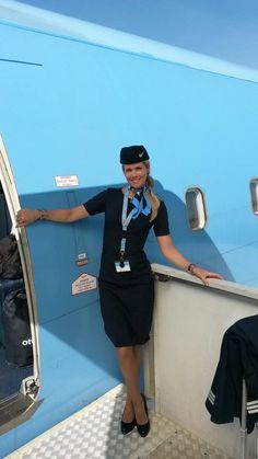 Prachtige Sanne in het nieuwe uniform van Arke Fly. Staat het haar niet te gek. Natuurlijk met haar favoriete panty's van www.stessonline.nl eronder.