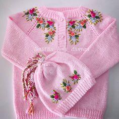 Betül'ün Hobi Dünyası (@betulun_hobi_dunyasi61) • Fotky a videa na Instagramu Vintage Girls Dresses, Vintage Dress Patterns, Crochet Baby Poncho, Knit Crochet, Girls Sweaters, Baby Sweaters, Baby Knitting Patterns, Hand Knitting, Tricot Baby