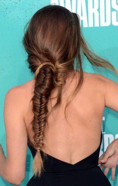 O rabo de peixe soltinho | 21 penteados de celebridades para quando você não quer lavar o cabelo