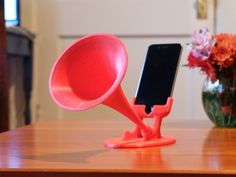 This passive amplifier horn will amplify your phone's speaker without power. The horn profile is based on a Western Electric exponential horn. Th