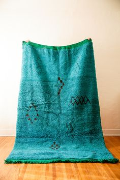 My god I need this vintage berber moroccan rug from #cococarpets in my life.