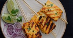 Pan grilled paneer with sriracha, honey, garlic, lime and coriander, a quick and easy party starter Indian Snacks, Indian Food Recipes, Vegan Recipes, Snack Recipes, Cooking Recipes, Grilled Paneer, Easy Party Food, Paneer Recipes, Coriander