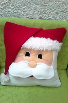 By Valentina Botero - Salvabrani Christmas Cushions, Christmas Pillow, Felt Christmas, Christmas Stockings, Christmas Ornaments, Christmas Hearts, Christmas Makes, Christmas Holidays, Christmas Decorations