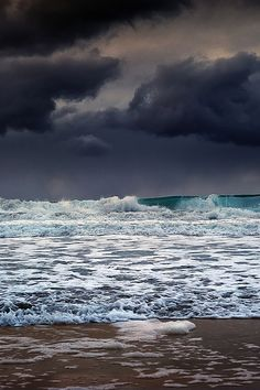 storm clouds building up....the sea becomes stormy too...
