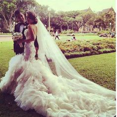 Wow. That dress.. Gorgeous ❤
