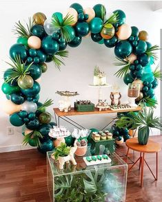What a fab balloon arch for a tropical party The post 25 Balloon Ideas For Party appeared first on Dekoration. Balloon Garland, Balloon Decorations, Baby Shower Decorations, Jungle Party Decorations, Balloon Balloon, Safari Theme Party, Birthday Party Decorations Diy, Baby Decor, Adult Safari Party