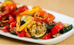 Hier finden Sie ein veganes Rezept für die Zubereitung von Antipastisalat. Mit gegrillten Zucchini und Paprikaschoten und einer würzigen Marinade.
