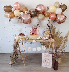 Décoration anniversaire sur le thème arc-en-ciel terracotta - Save The Deco Birthday Girl Pictures, Girl Birthday Themes, Rainbow Birthday Party, Baby Girl First Birthday, First Birthday Parties, First Birthdays, Ideas Decoracion Cumpleaños, Simple Birthday Decorations, Balloon Banner