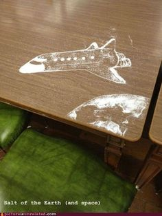 "Space shuttle and Earth ""drawn"" out of salt on a table. Best Funny Pictures, Funny Photos, Random Pictures, Amazing Pictures, Salt Art, Salt Of The Earth, Earth From Space, Picture Collection, Artsy Fartsy"