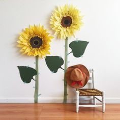A fun fall diy paper craft and photo background. Tissue Paper Crafts, Tissue Paper Flowers, Diy Paper, Sunflower Crafts, Sunflower Party, Giant Paper Flowers, Diy Flowers, Fall Crafts, Diy And Crafts