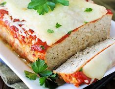 Chicken Parmesan Meatloaf - loaded with Italian herbs and garlic, all topped with sauce & melty cheese. It's a dinnertime favorite! Chicken Parmesan Meatloaf, How To Make Meatloaf, Chicken Recepies, Meat Loaf, Energy Snacks, Poached Eggs, Fresh Vegetables, Food, Chef Cuistot