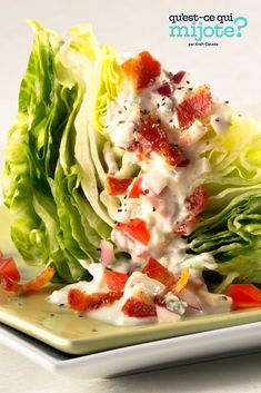Quartier de laitue au fromage bleu et au bacon #recette Kraft Recipes, Bacon Recipes, Healthy Eating Tips, Healthy Recipes, Skinny Recipes, Healthy Foods, Wedge Salad Recipes, Blue Cheese, Recipes