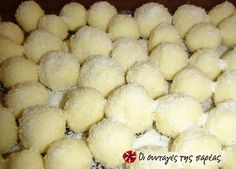 Raffaello Σπιτικά #sintagespareas Xmas Food, Christmas Sweets, Edible Gifts, Greek Recipes, Sweet Desserts, No Bake Cake, Cake Decorating, Sweet Tooth, Sweet Treats