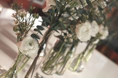 Centre de table : eucalyptus, wax, lilas et renoncule.