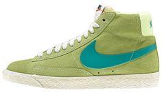 Sneakers donna di ispirazione basket, le Nike Blazer Mid Suede Vintage sono un classico Nike totalmente rinnovato in stile vintage! Tomaia in suede con logo in pelle su entrambi i lati. Lettering sul retro. Suola in gomma vulcanizzata.    Prezzo: 100.00€    SHOP ONLINE: http://www.athletesworld.it/nike-blazer-mid-suede-vintage-nike-5038014