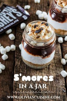 S'mores in a Jar. No campfire? No problem! This recipe for S'mores in a Jar is made at the comfort of your home and can be enjoyed indoors! Mason Jar Deserts, Mason Jar Meals, Meals In A Jar, Mason Jar Food, Mason Jar Recipes, Mason Jar Pies, Mini Mason Jars, Mini Desserts, Just Desserts
