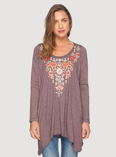 The JWLA Brielle Handkerchief Tunic features dense botanical embroidery with handcrafted charm. With a scoop neckline, long sleeves, and a relaxed handkerchief hemline, this soft jersey blend tunic looks great paired with leggings for a bohemian weekend l Curvy Outfits, Plus Size Outfits, Cool Outfits, Curvy Clothes, Fancy Clothes, Hippie Goddess, Johnny Was Clothing, Boho Gypsy, Gypsy Soul