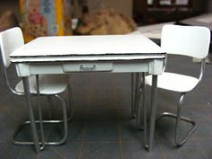 Dollhouse Miniature Furniture - Tutorials | 1 inch minis: Vintage Enamel Topped Table Tutorial - How to Make a Vintage Kitchen Table