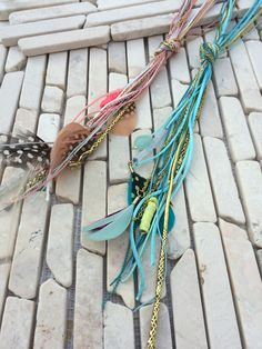 BOHO HiPPIE IBIZA NECKLACE No.10  Material: feathers, glas + plastic pearls, cotton + metall + nylon bands  Length chain: 28 cm  Length pendants: 19 cm  Wight: 0,022 kg