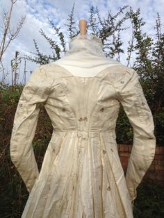 c1795 open robe. Striped silk damask with thistle and flower brocade. Ties at front neckline. Sleeves fasten with 3 self-covered buttons.