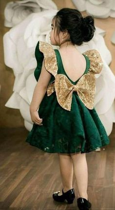 KidsTujhe chaha Rabb se bhi zyada Phir bhi na tujhe paa sake Rahe tere dil mein magar Teri dhadkan tak na jaa sake Judke bhi tooti rahi Ishqe di dor ve Kisko sunaaye jaa ke Toote dil ka shor ve Baby Girl Frocks, Baby Girl Party Dresses, Frocks For Girls, Little Girl Dresses, Girls Dresses, Flower Girl Dresses, Cute Dresses, Girls Frock Design, Kids Frocks Design