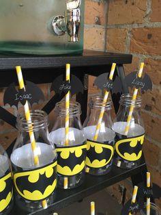 Batman boy party ideas for a kid's birthday party Lego Batman Party, Fiesta Batman Lego, Batgirl Party, Lego Batman Birthday, Superhero Birthday Party, 6th Birthday Parties, Birthday Ideas, Anniversaire Wonder Woman, Batman Party Supplies