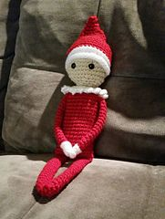 Elf On The Shelf... he is so cute and the FREE CROCHET PATTERN also calls for magnets and pipe cleaners (if you want, so that you can do so many more things with him)