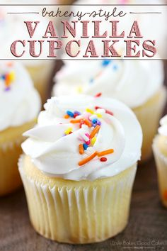cupcake recipes Everyone needs to have an easy and delicious Bakery-Style Vanilla Cupcakes recipe on hand! These yummy treats are perfect for birthdays, holidays, or any day! Homemade Cupcake Recipes, Cupcake Recipes From Scratch, Vanilla Cupcake Recipes, Food Cakes, Cupcake Cakes, Cupcakes Cool, Simple Cupcakes, Fluffy Cupcakes, Yellow Cupcakes