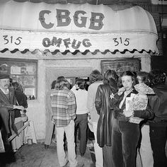 vintage everyday: 35 Amazing Vintage Photographs That Capture New York's Sweet and Sassy in the 1970s