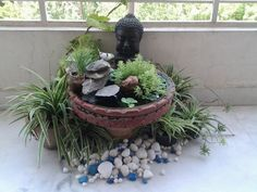 buddha decor Mini ponds for garden and balcony 24 DIY suggestions for a great design There are lots of pretty things for the garden, which can be implemented easily on the balcony. Apart from the cultiv Rooftop Garden, Balcony Garden, Indoor Garden, Mini Pond, Buddha Decor, Small Fountains, Dish Garden, Little Gardens, Plants Are Friends