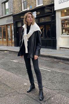 Le Fashion: How a British Fashion Girl Wears a Leather Shirt Jacket Leather Jacket Outfits, Leather Blazer, Shirt Jacket, Shirt Outfit, Look Fashion, Fashion Outfits, Daily Fashion, Street Fashion, Runway Fashion