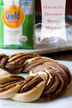 Chocolate Cinnamon Bread Wreath #christmas #holidayrecipe #bread #nutella