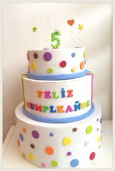 Tarta de cumpleaños.  Goma Eva. Birthday cake. Bolo Fake Eva, Christmas Cake Topper, Paper Cake, Cupcakes, Flower Pots, Cake Toppers, 3 D, Bakery, Birthday Cake