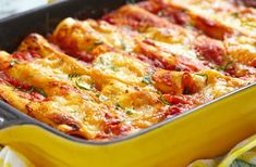Typical of Mexican cuisine, these enchiladas are relatively simple and quick to prepare. Discover this easy healthy enchilada recipe -Enchiladas chicken. Enchiladas Healthy, Chicken Enchiladas, Greek Recipes, Mexican Food Recipes, Masterchef, Enchilada Recipes, Spinach And Feta, Cooking Recipes, Healthy Recipes