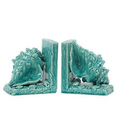 Shell bookends in a vibrant turquoise lend a fun pop of color. Want.
