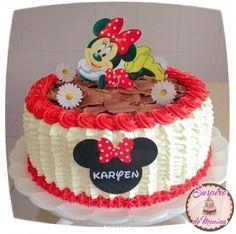 bolo com raspas de chocolate Torta Minnie Mouse, Bolo Minnie, Girl Cakes, Chocolate, 2nd Birthday, Cake Decorating, Alice, Mini, Floral