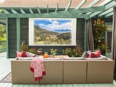 The experts at HGTV.com show you how to make your own outdoor movie screen that's perfect for year-round gatherings.