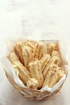 Cooking With Love: Sagu Keju Cornflakes Indonesian Desserts, Asian Desserts, Indonesian Food, Sweets Recipes, Baking Recipes, Cookie Recipes, Snacks Dishes, Savory Snacks, Biscuit Cookies