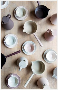 Kirstie van noor ceramics pottery porcelain dinnerware bowls plates dishes art artist photo's colors clay in Mood board ideas Ceramic Pottery, Ceramic Art, Ceramic Painting, Cerámica Ideas, Board Ideas, Keramik Design, Kitchenware, Tea Pots, Cool Designs