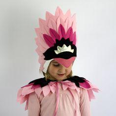 Nuestro nuevo pájaro Deluxe son un poco especial y muy hermosa. El cisne y flamenco tocado y capa están hechos de suaves fieltros plumas, diseñados para la comodidad y belleza. TAMAÑO: Un tamaño cabe la mayoría 2-12yo ESTILOS: Cisne - tocado blanco y capa Capa y tocado flamenco - rosa y negro ************************************************************ COMPRADORES INTERNACIONALES: --El servicio de envío estándar con economía internacional Post - este servicio cuenta con Nº de seg...