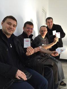 """Mai multi preoti catolici din Bucuresti au pornit o campanie sub deviza """"Fa ce face popa"""" prin care incurajeaza donarea de sange. Preotii au donat astazi sange la Centrul de Transfuzii din Bucures…"""